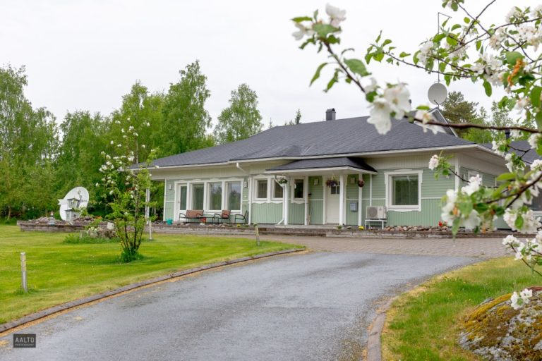 driveway_nordic_style_home